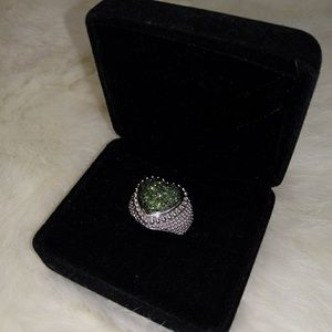 diamond ring (100% natural green diamonds)
